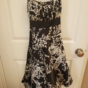 Black and White flowered dress- size 3